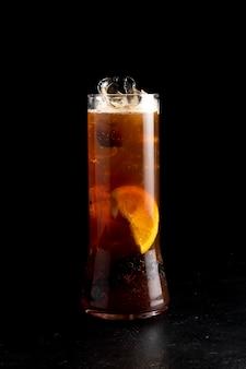 Cocktail blackberry-espresso-tonicum.