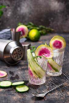 Cocktail met komkommer en radijs