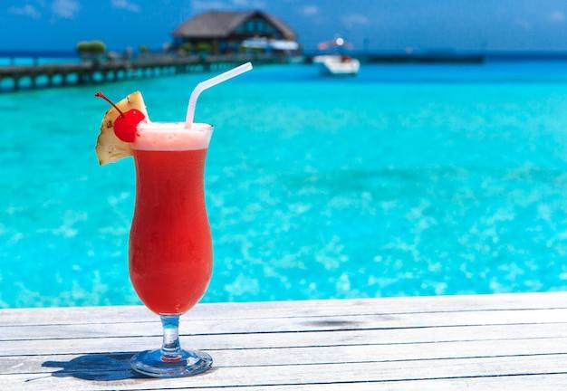 Cocktail met onscherpte strand