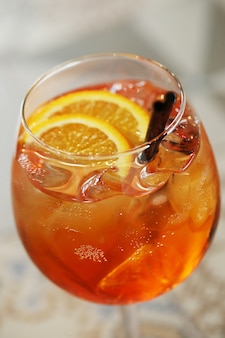 Cocktail met sinaasappelplak