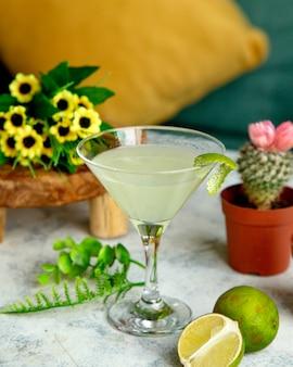 Cocktail met zijplakjes
