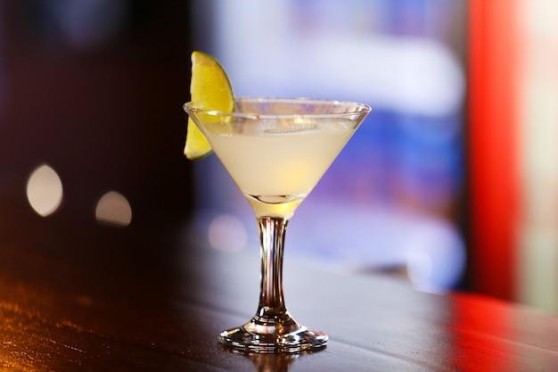 Cocktail op bar teller op bar