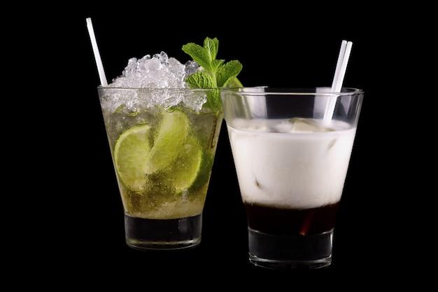 Cocktail op een zwarte achtergrond