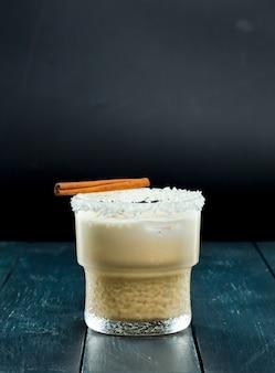 Cocktail op zwart