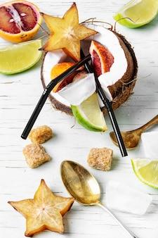 Cocktail van tropisch fruit