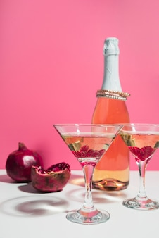 Cocktailglazen met granaatappel