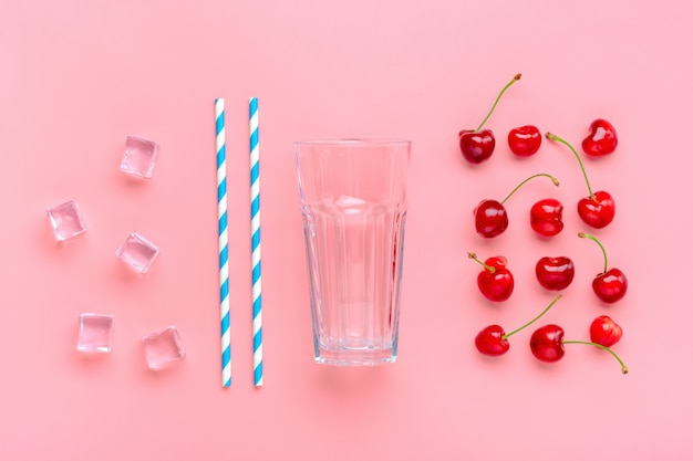 Cocktailingrediënten op roze lijst