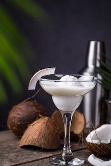 Coconut margarita cocktail met ijs