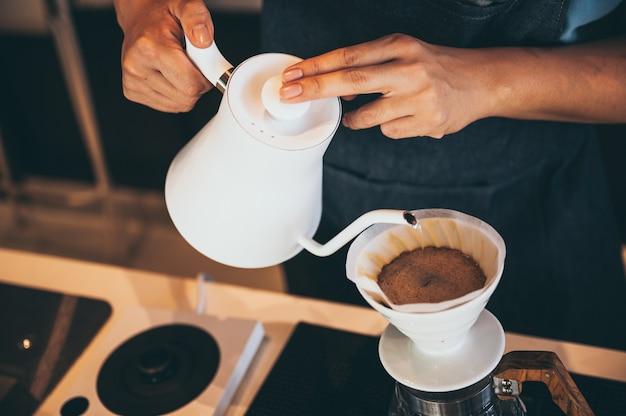 Coffee drip process koffie cafe met langzame bar