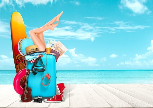 Collage van bagage voor reizen voor uitzicht op de oceaan of de zee benodigde dingen