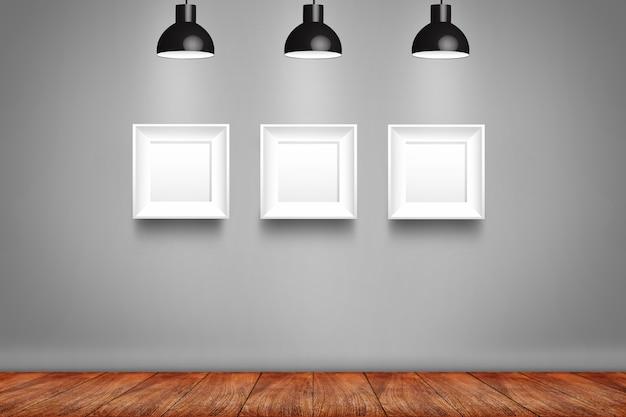 Collage van witte fotoframes op de muur