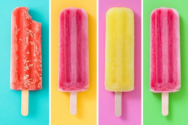 Collage van zomer ijslollys op verschillende kleuren