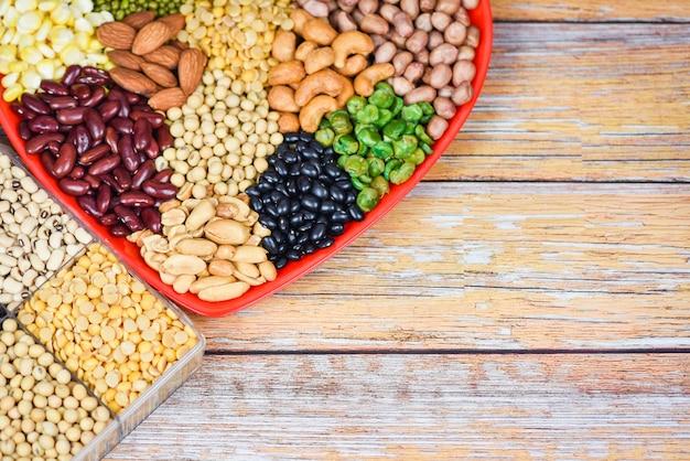 Collage verschillende bonen mix erwten landbouw van natuurlijke gezonde voeding voor het koken van ingrediënten