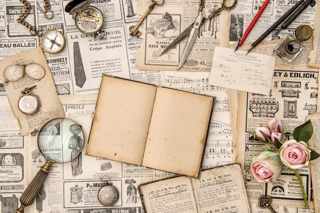 Collectie oude kranten en objecten