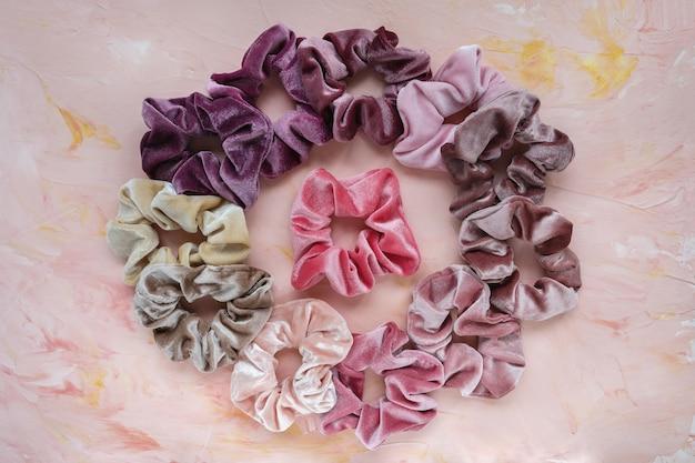 Collectie trendy fluwelen scrunchies accessoires