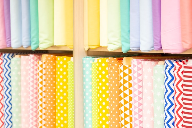 Collectie van lichte tinten stof textuur. roze, oranje, gele, turquoise kleuren