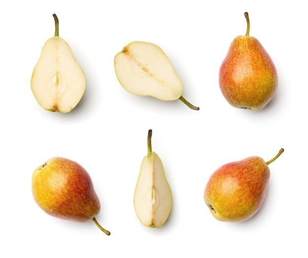 Collectie van peren geïsoleerd op een witte achtergrond. set van meerdere afbeeldingen. onderdeel van serie