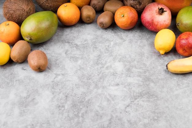 Collectie van vers fruit met kopie ruimte