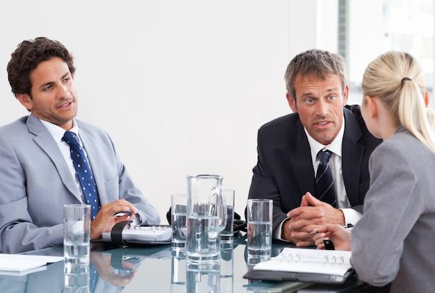 Collega's tijdens een vergadering