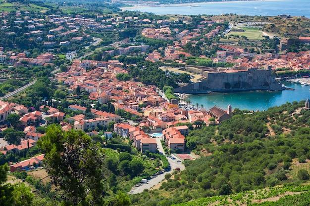 Collioure, huizen en middeleeuwse vestingmuren, languedoc-roussillon