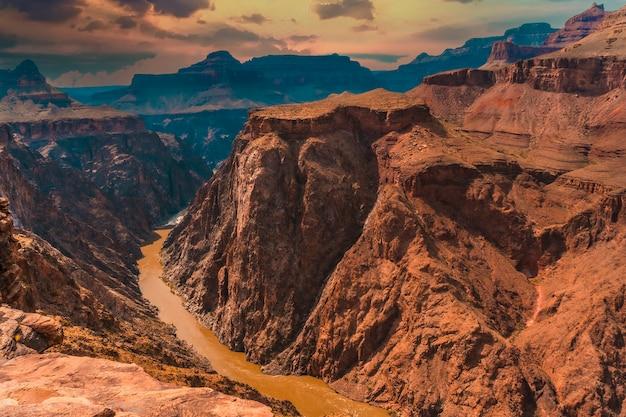 Colorado rivier van ton naar west op het pad van de heldere engel trailhead in de grand canyon