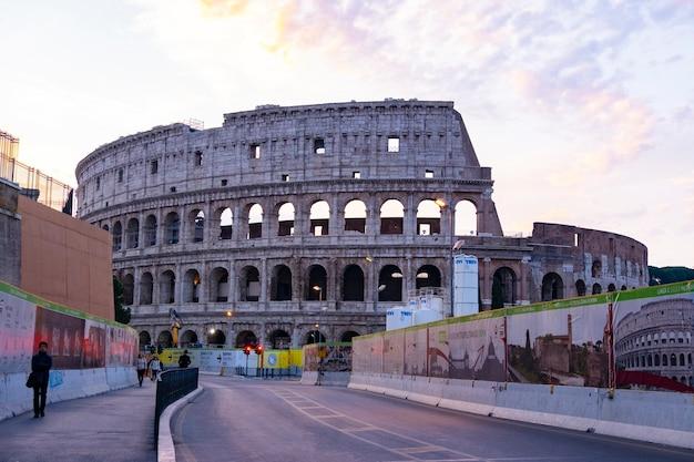 Colosseum beroemde bezienswaardigheid in rome italië.