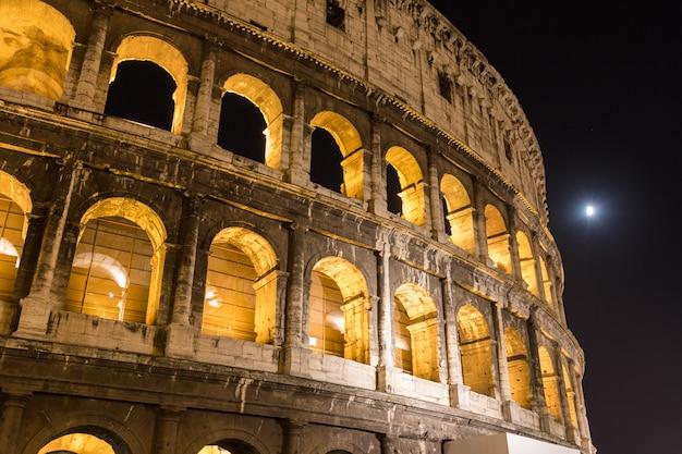 Colosseum in rome bij nacht