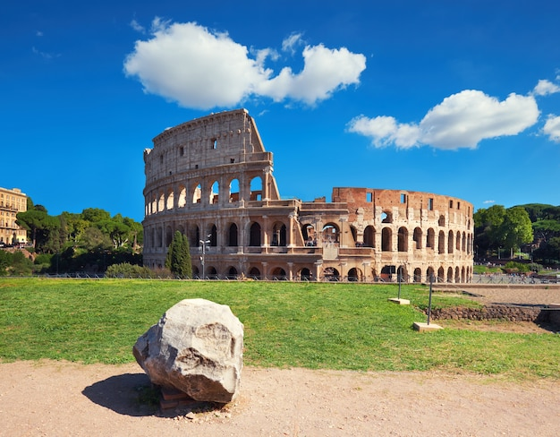 Colosseum in rome, italië, op een heldere dag