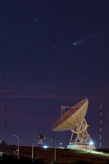 Cometa neowise cf-registratie tijdens juli foto genomen vanaf het astronomical radio observatory van sicaya