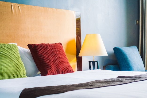 Comfort kussen op beddecoratie interieur