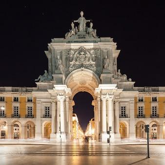 Commerce square is gelegen in de stad lissabon, portugal