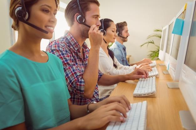 Commercieel team dat bij het call centre werkt