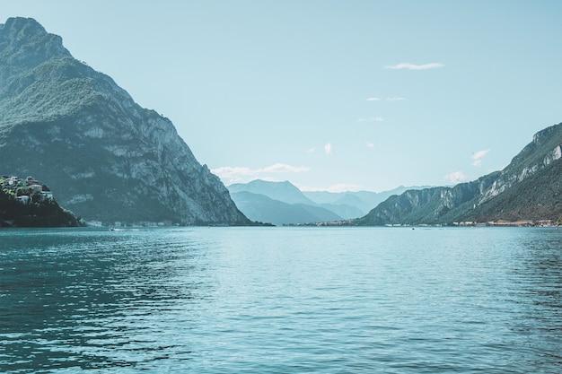 Comomeer kust italië prachtig berglandschap