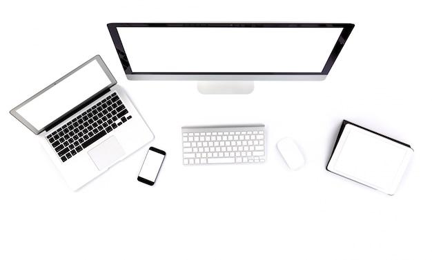 Computer, tablet, laptop en smartphone op een witte achtergrond