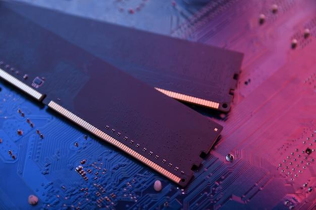 Computergeheugen ram op moederbord. detailopname. systeem, hoofdgeheugen, willekeurig toegankelijk geheugen, boord, computerdetail. computer onderdelen. ddr3. ddr4. ddr5