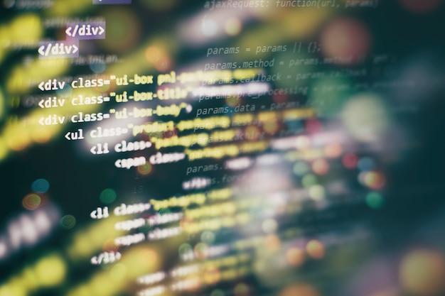 Computerprogrammering, vaak afgekort tot programmeren, is een proces voor de oorspronkelijke formulering van computerproblemen tot uitvoerbare computerprogramma's zoals analyse, ontwikkeling, algoritmen en verificatie.