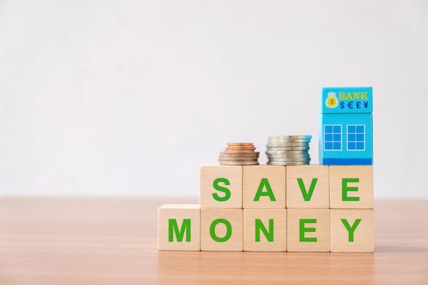 Concept financiëninvesteringen, de stapeling van de geldstapel, groei die geld besparen.