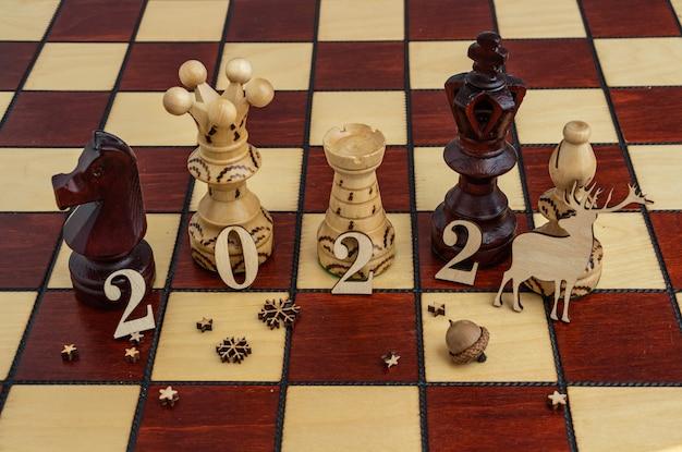 Concept fotografie nieuwjaarscompositie op een schaakbord plat lag kopieerruimte