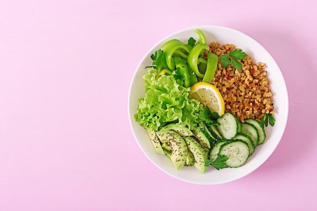 Concept gezond voedsel en sport levensstijl. vegetarische lunch. gezond eten.