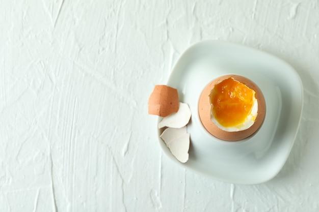 Concept lekker ontbijt met gekookt ei