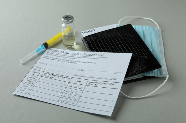 Concept van covid - vaccinatie 19 op grijze tafel