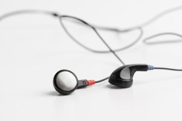 Concept van digitale muziek hoofdtelefoons geïsoleerd