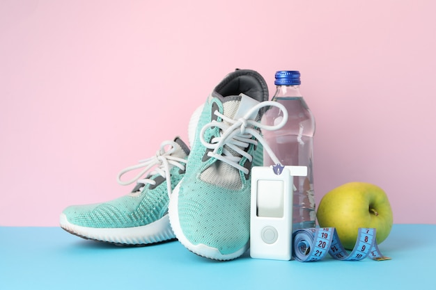 Concept van een gezonde diabeticus op roze achtergrond. diabetische sport