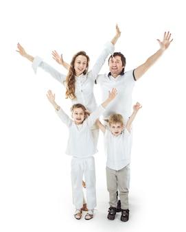 Concept van familieoverwinning: een portret van de triomfantelijke familie met gebaar van handen omhoog