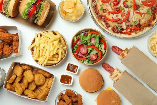 Concept van fastfood op witte achtergrond
