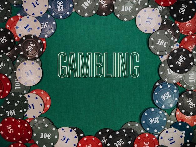 Concept van gokken. spelchips voor weddenschappen in het casino