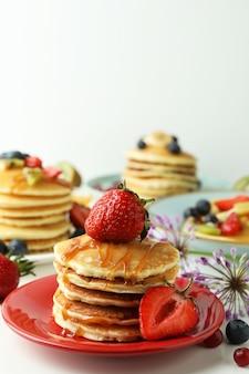 Concept van heerlijk dessert met pannenkoeken, close-up