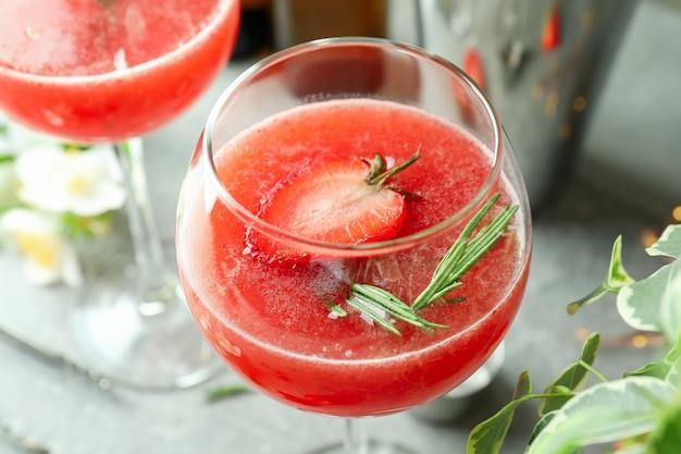 Concept van heerlijk drankje met rossini-cocktail, close-up