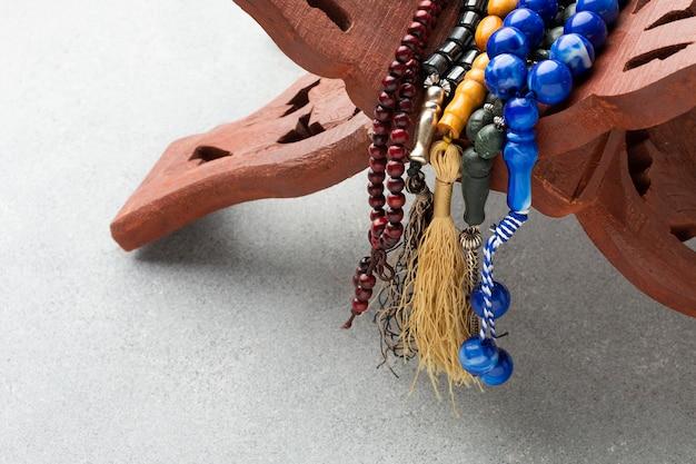 Concept van het close-up het islamitische nieuwe jaar met misbaha