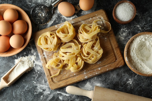 Concept van het koken van smakelijke pasta, bovenaanzicht